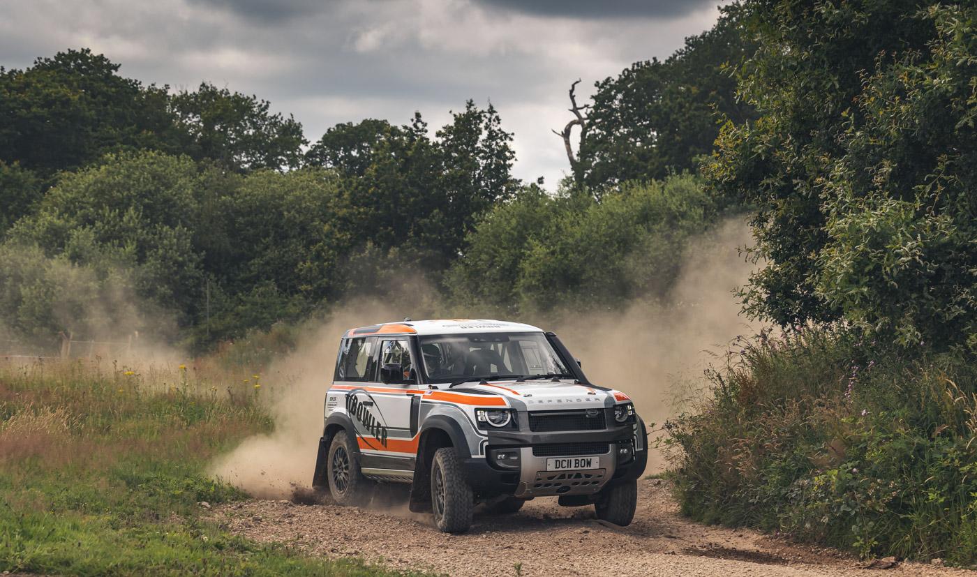 Land-Rover-hợp-tác-cùng-Bowler-ra-mắt-phiên-bản-đua-địa-hình-của-Defender-2.jpg