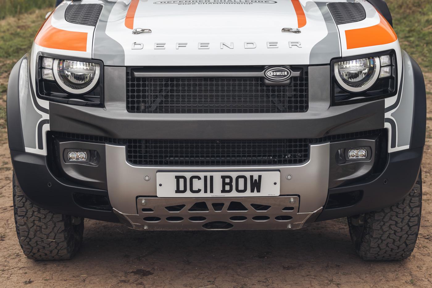 Land-Rover-hợp-tác-cùng-Bowler-ra-mắt-phiên-bản-đua-địa-hình-của-Defender-22.jpg