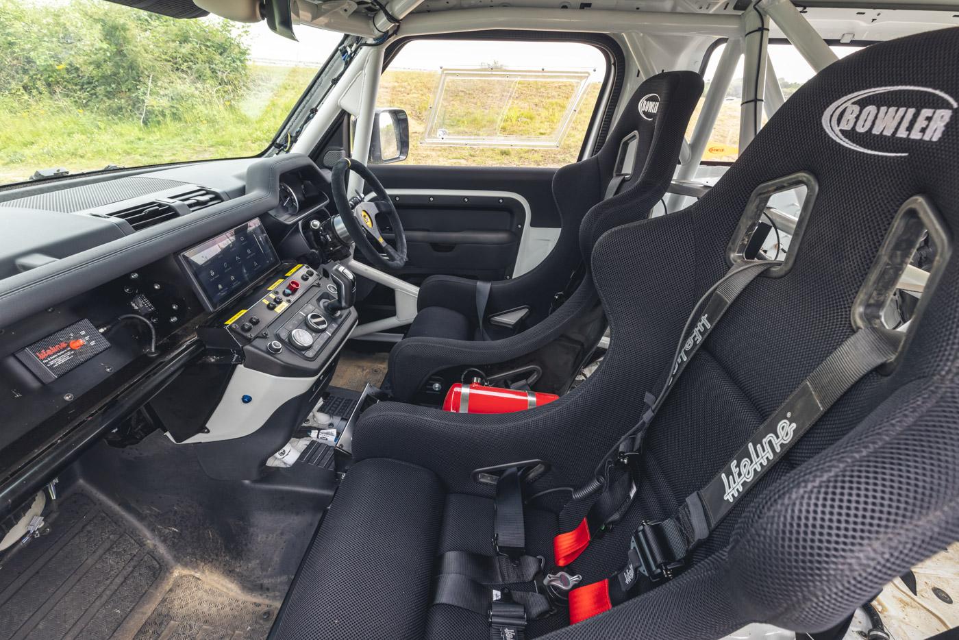 Land-Rover-hợp-tác-cùng-Bowler-ra-mắt-phiên-bản-đua-địa-hình-của-Defender-35.jpg