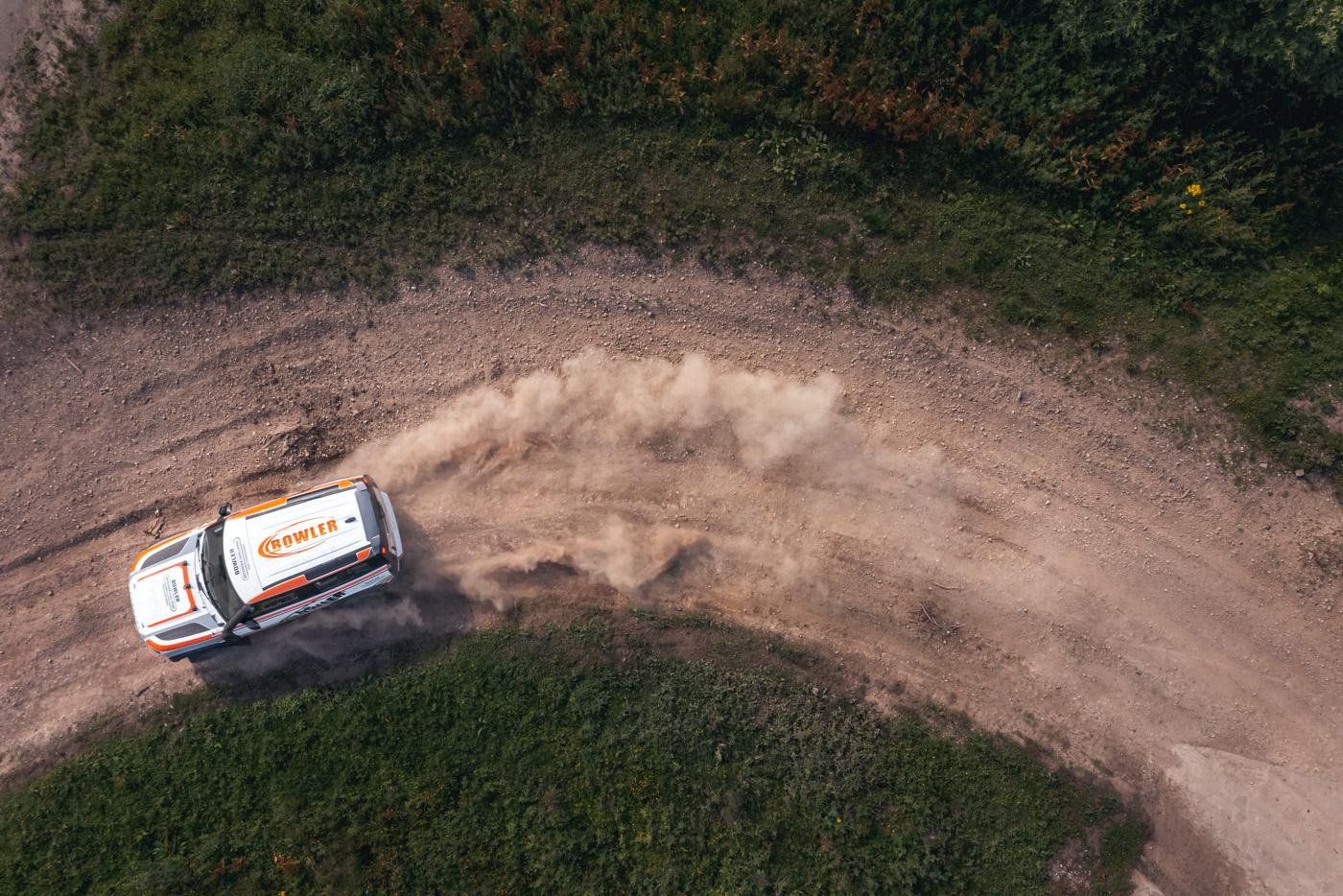 Land-Rover-hợp-tác-cùng-Bowler-ra-mắt-phiên-bản-đua-địa-hình-của-Defender-8.jpg