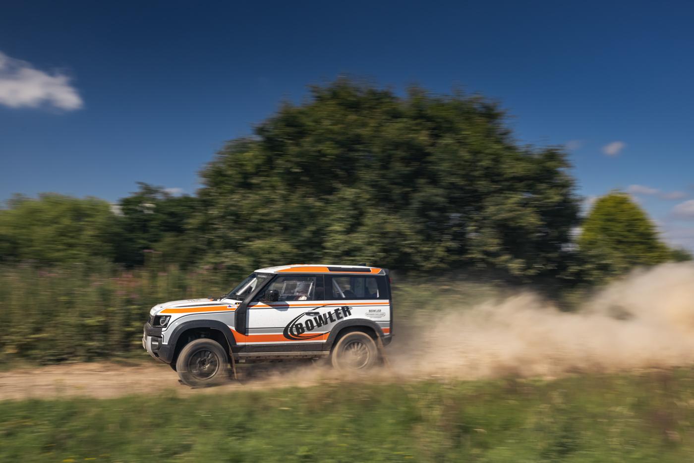 Land-Rover-hợp-tác-cùng-Bowler-ra-mắt-phiên-bản-đua-địa-hình-của-Defender-9.jpg