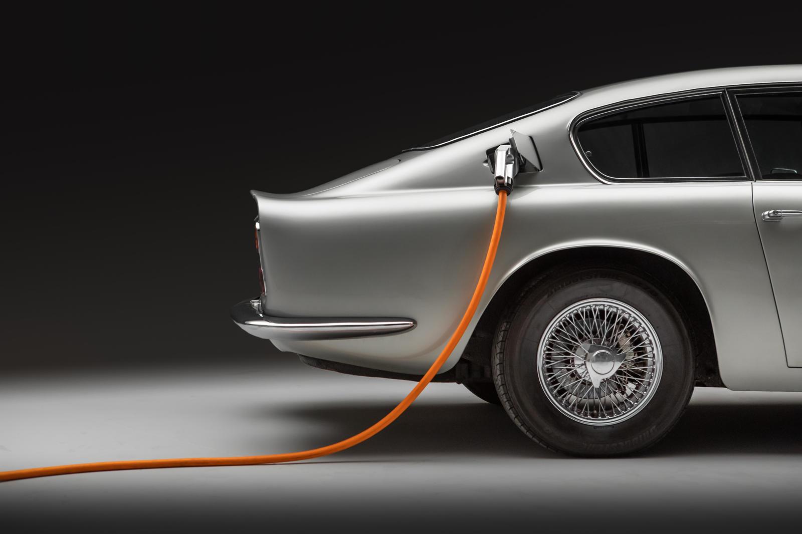 Lunaz Aston Martin DB6 (8).jpg