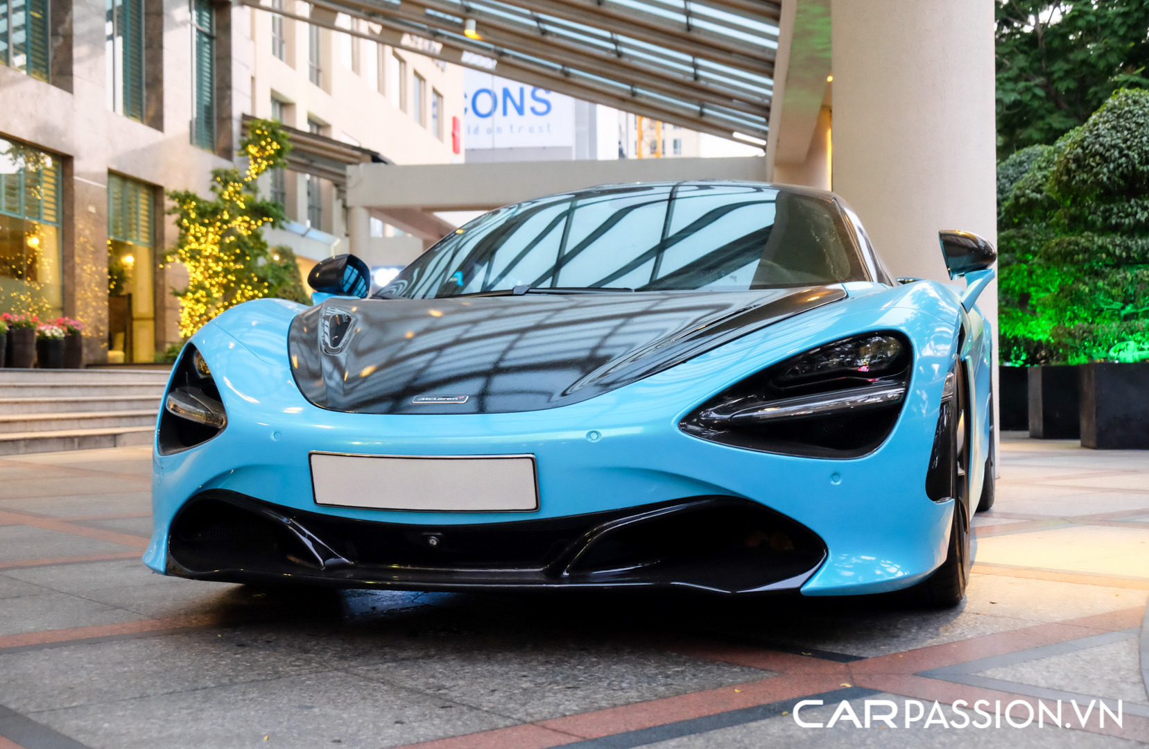 McLaren 720S màu xanh dương (19).JPG