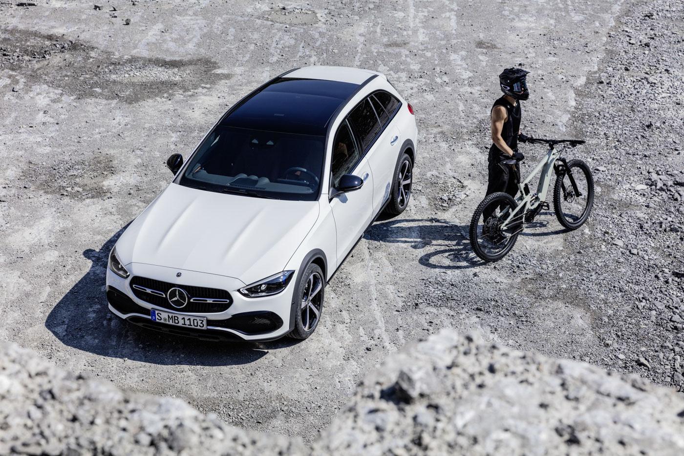 Mercedes-benz-c-class-all-terrain-di-den-moi-noi-cung-mau-xe-gia-dinh-day-thuc-dung (16).JPG