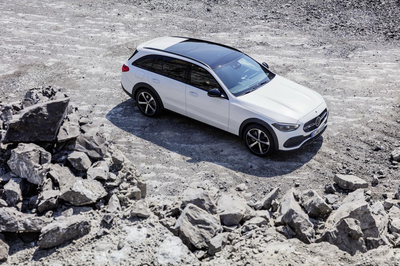 Mercedes-benz-c-class-all-terrain-di-den-moi-noi-cung-mau-xe-gia-dinh-day-thuc-dung (18).JPG