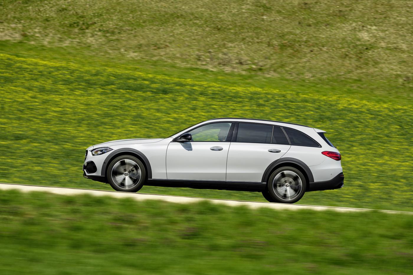 Mercedes-benz-c-class-all-terrain-di-den-moi-noi-cung-mau-xe-gia-dinh-day-thuc-dung (7).JPG