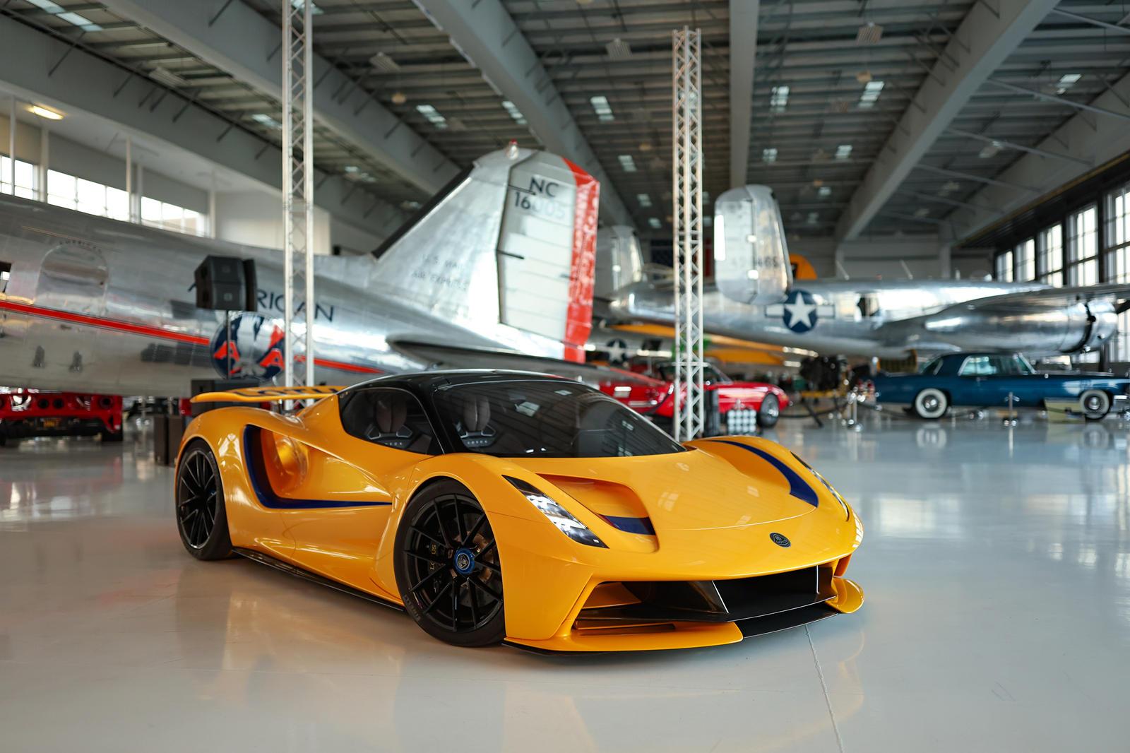 những-mẫu-xe-được-Lotus-mang-đến-Monterey-Car-Week-2021 (1).jpg