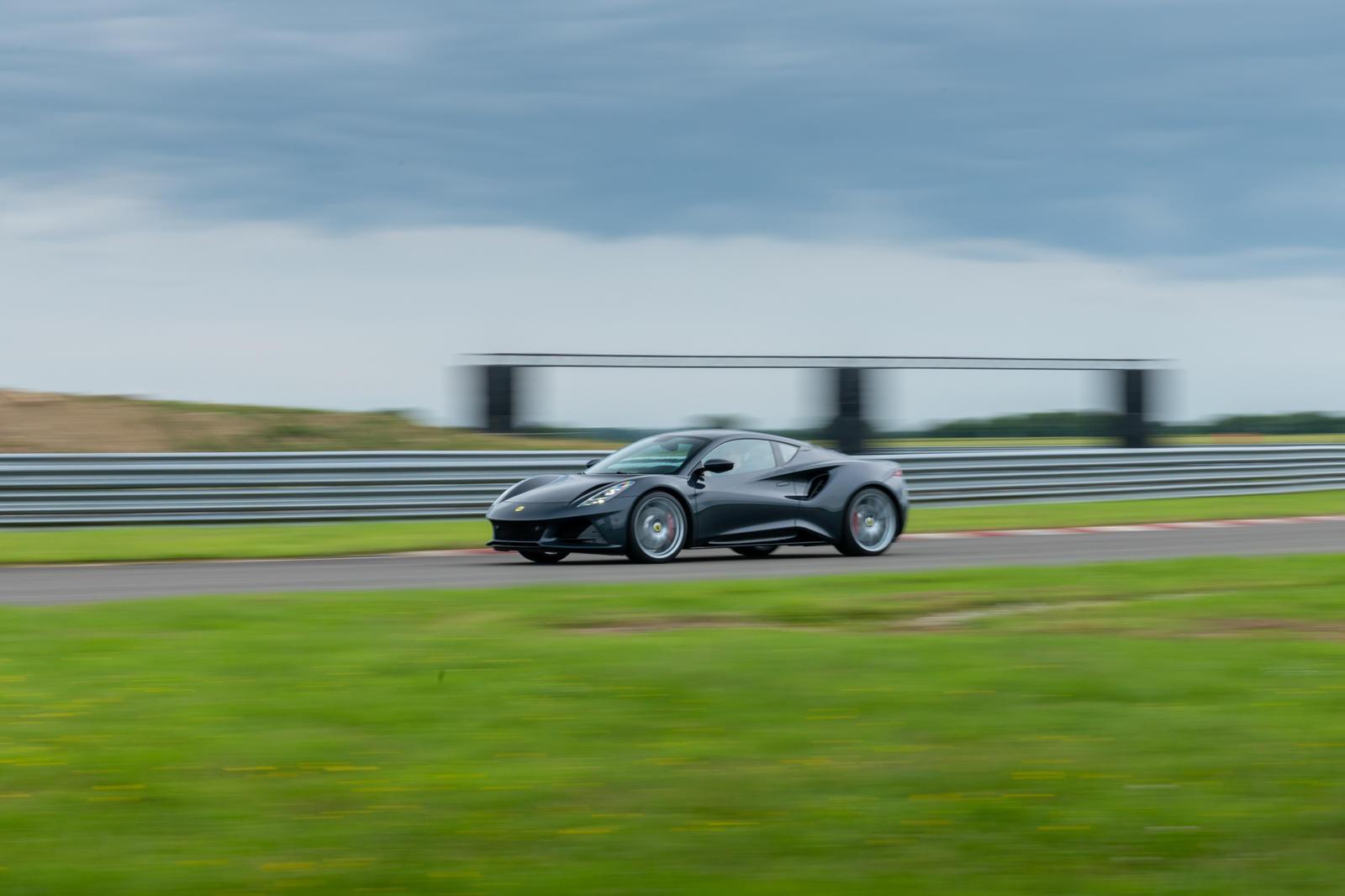 những-mẫu-xe-được-Lotus-mang-đến-Monterey-Car-Week-2021 (2).jpg