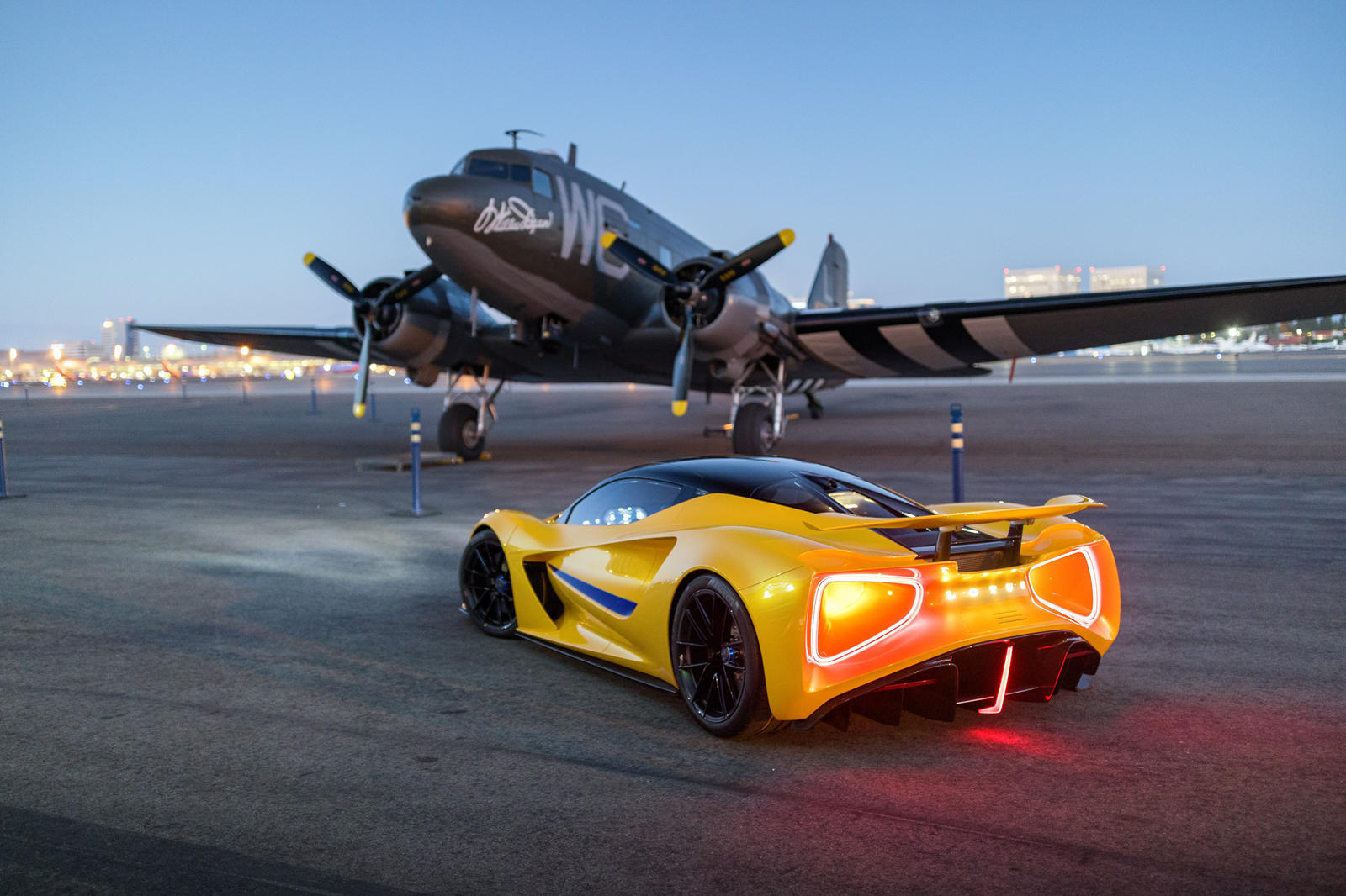 những-mẫu-xe-được-Lotus-mang-đến-Monterey-Car-Week-2021 (3).jpg