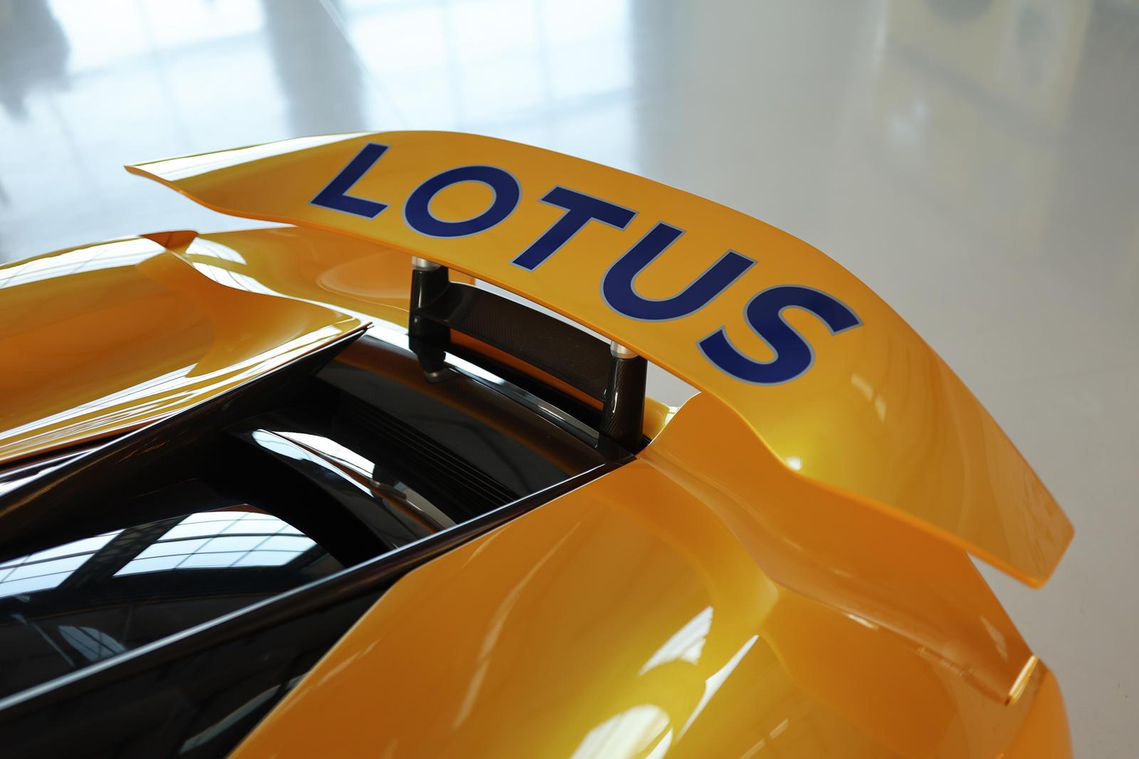 những-mẫu-xe-được-Lotus-mang-đến-Monterey-Car-Week-2021 (7).jpg
