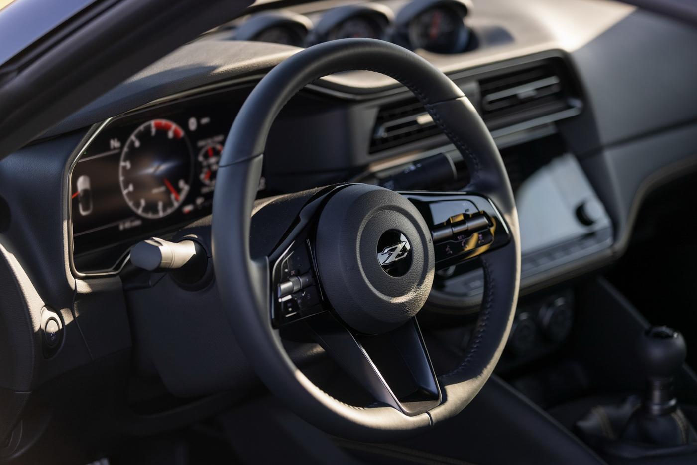 Nissan-Z-Coupe-2023-Con-ac-mong-cua-Toyota-GR-Supra-lo-dien-voi-suc-manh-400-ma-luc-voi-gia-qu...JPG