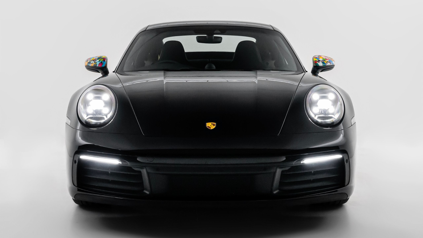 Porsche-911-Carrera-cuc-doc-voi-cac-hoa-tiet-ve-thu-cong-cua-hoa-si-nguoi-Nam-Phi-Nelson-Makam...JPG