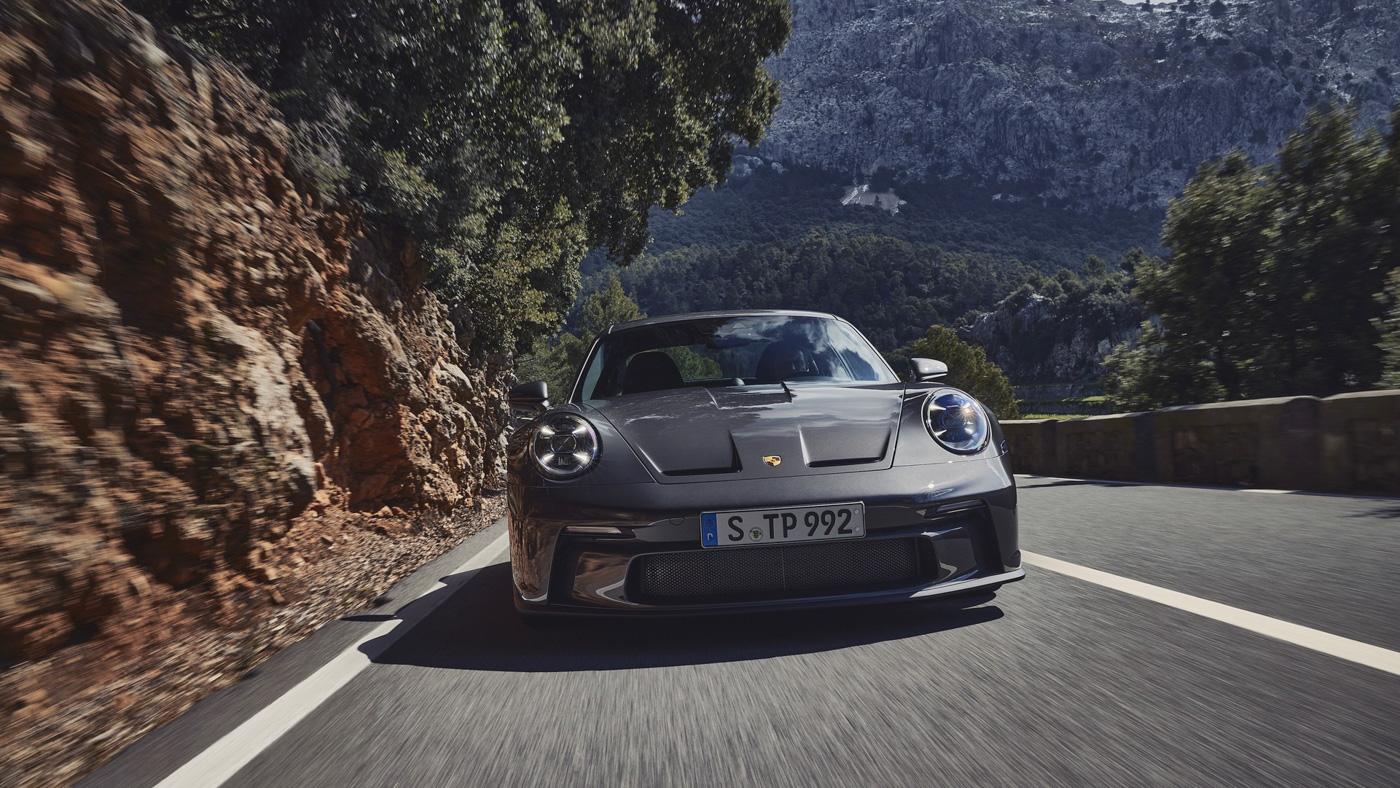 Porsche-911-GT3-Touring-2022-Tìm-lại-sự-phấn-khích-cổ-điển-của-Porsche-1.jpg
