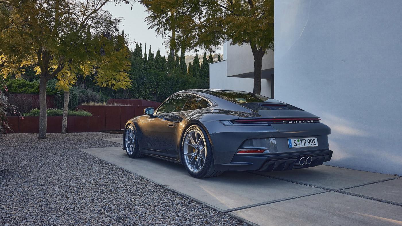 Porsche-911-GT3-Touring-2022-Tìm-lại-sự-phấn-khích-cổ-điển-của-Porsche-12.jpg