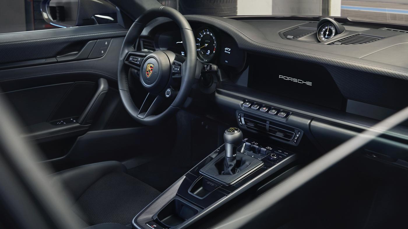 Porsche-911-GT3-Touring-2022-Tìm-lại-sự-phấn-khích-cổ-điển-của-Porsche-13.jpg