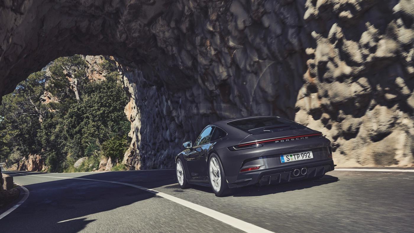 Porsche-911-GT3-Touring-2022-Tìm-lại-sự-phấn-khích-cổ-điển-của-Porsche-2.jpg