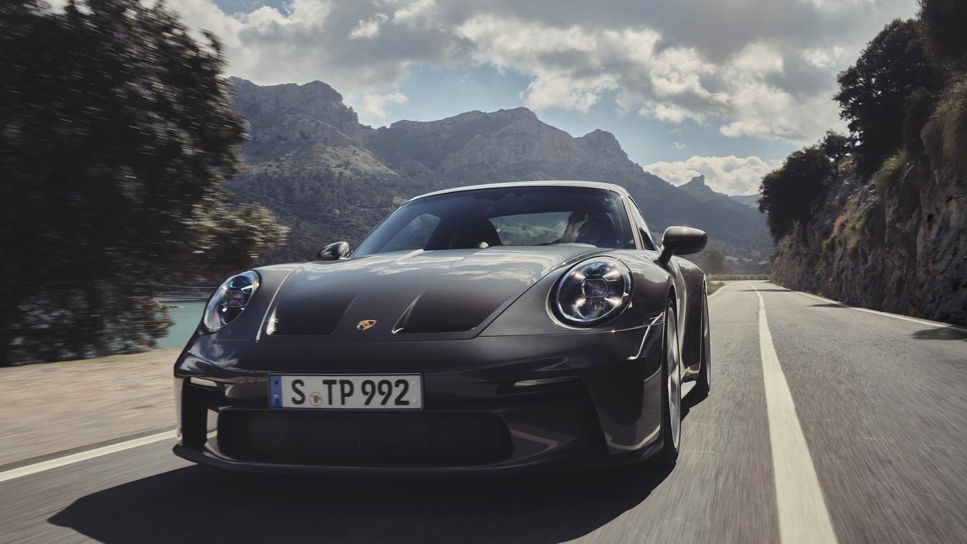 Porsche-911-GT3-Touring-2022-Tìm-lại-sự-phấn-khích-cổ-điển-của-Porsche-4.jpg