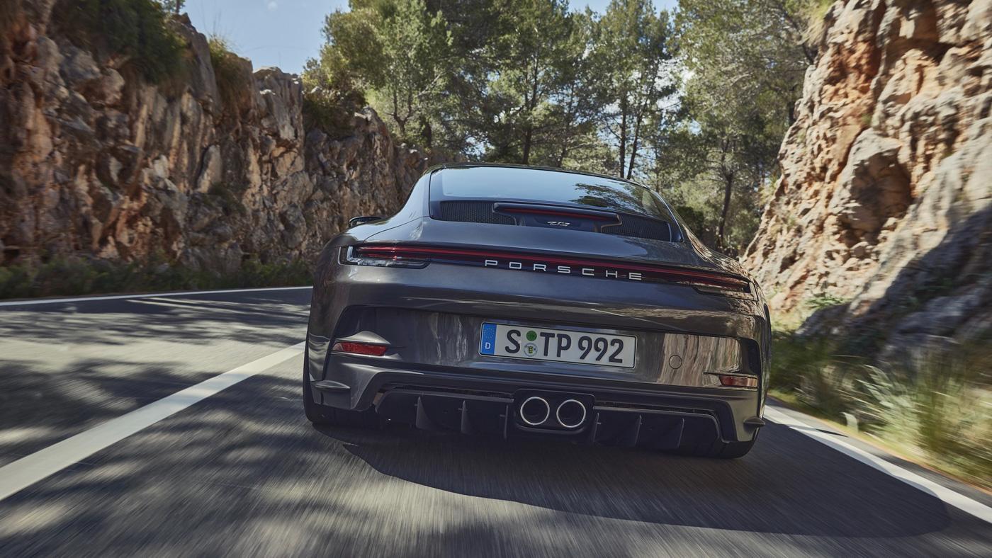 Porsche-911-GT3-Touring-2022-Tìm-lại-sự-phấn-khích-cổ-điển-của-Porsche-5.jpg