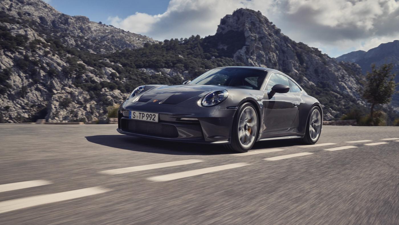 Porsche-911-GT3-Touring-2022-Tìm-lại-sự-phấn-khích-cổ-điển-của-Porsche-6.jpg