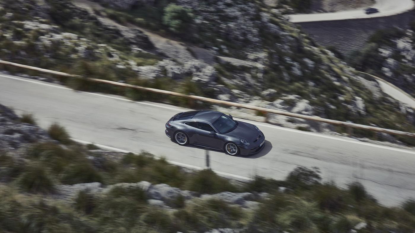 Porsche-911-GT3-Touring-2022-Tìm-lại-sự-phấn-khích-cổ-điển-của-Porsche-8.jpg