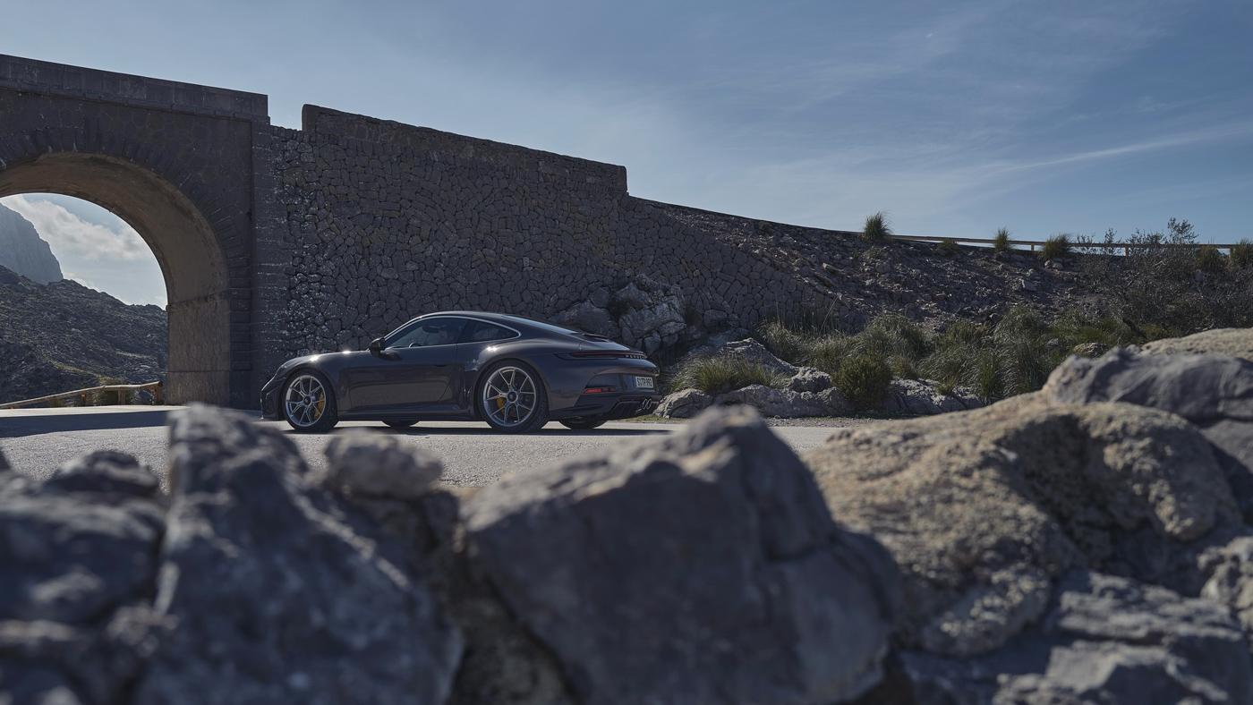 Porsche-911-GT3-Touring-2022-Tìm-lại-sự-phấn-khích-cổ-điển-của-Porsche-9.jpg