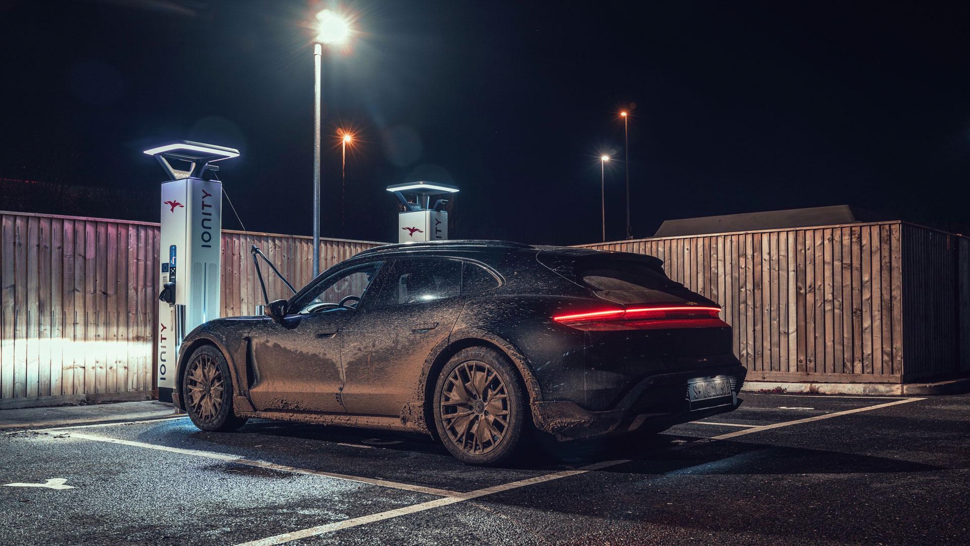 Porsche-Taycan-Cross-Turismo-2.jpg