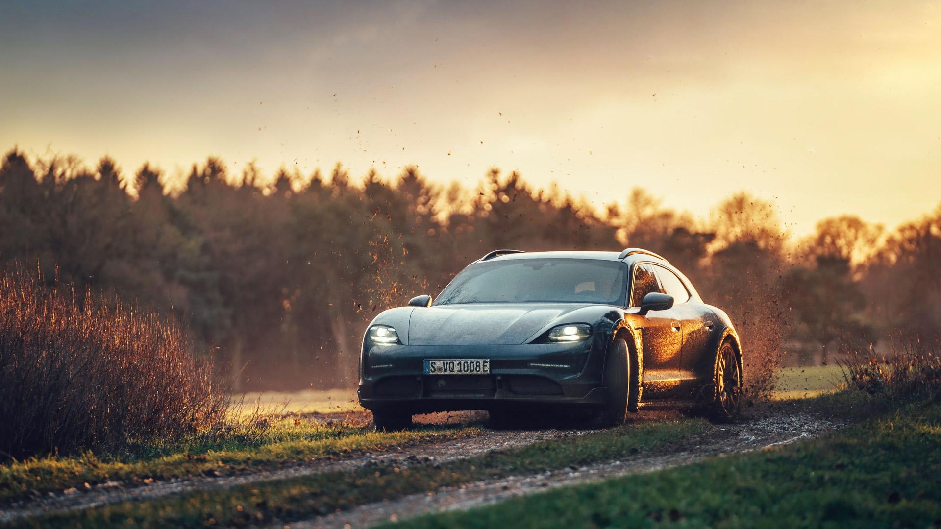 Porsche-Taycan-Cross-Turismo-4.jpg