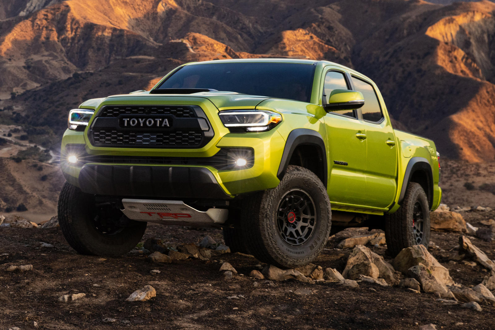 Toyota-ra-mắt-Tacoma-TRD-Pro-2022 (1).jpg