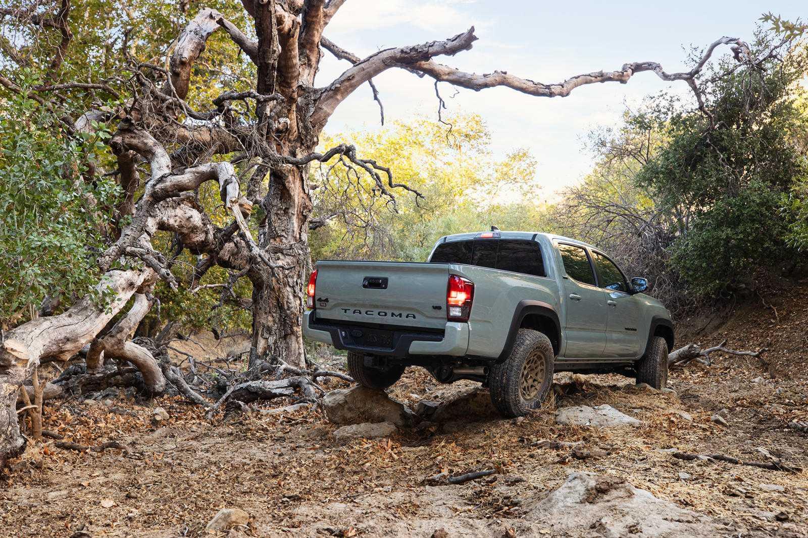 Toyota-Tacoma-Trail-Edition-bán-tải-off-road-giá-rẻ (1).jpg