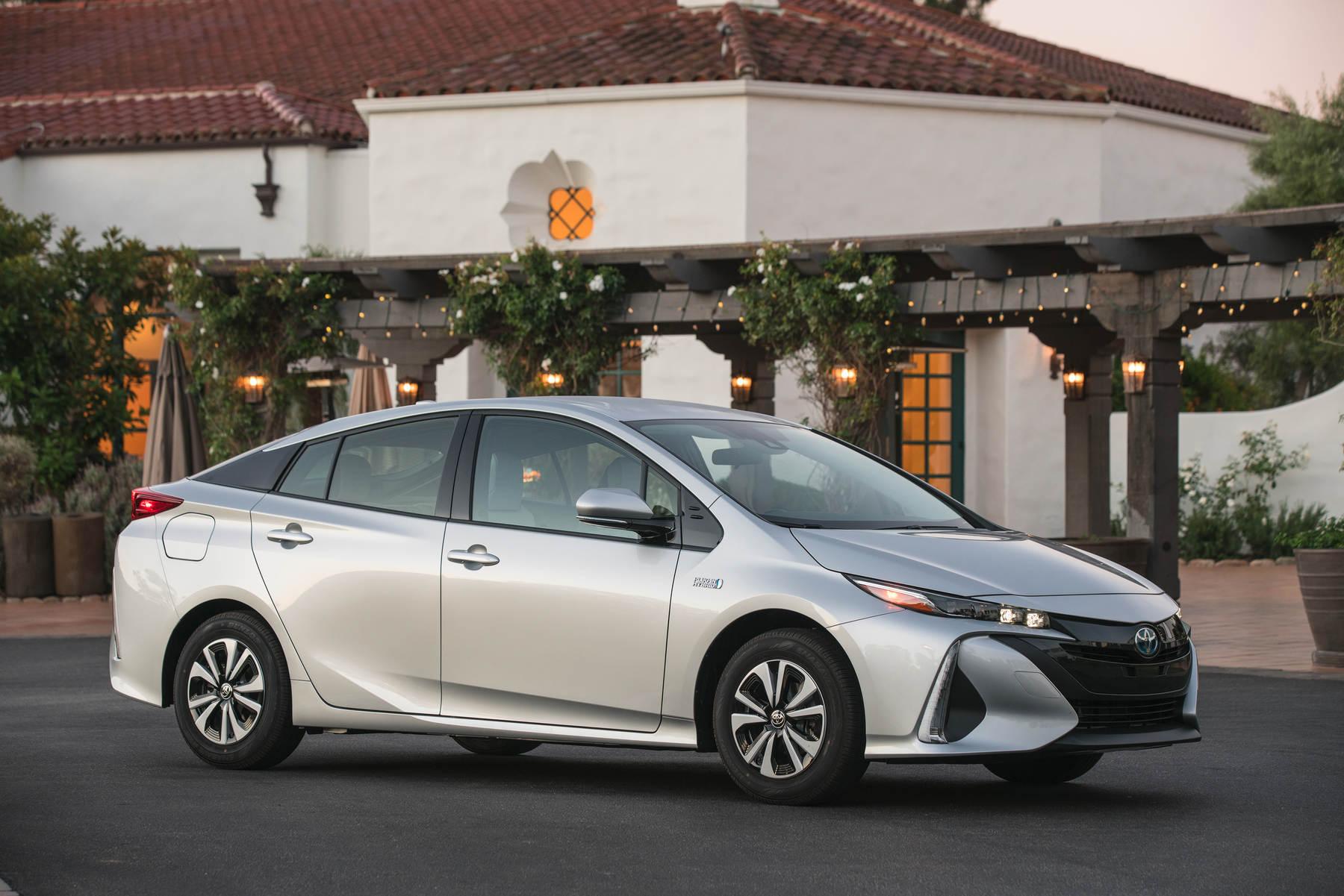 Toyota_Prius_Prime.jpg