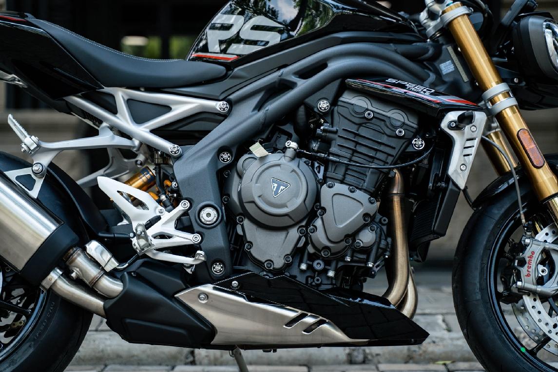 Triumph-Speed-Triple-1200-RS-2021-anh-3.jpg