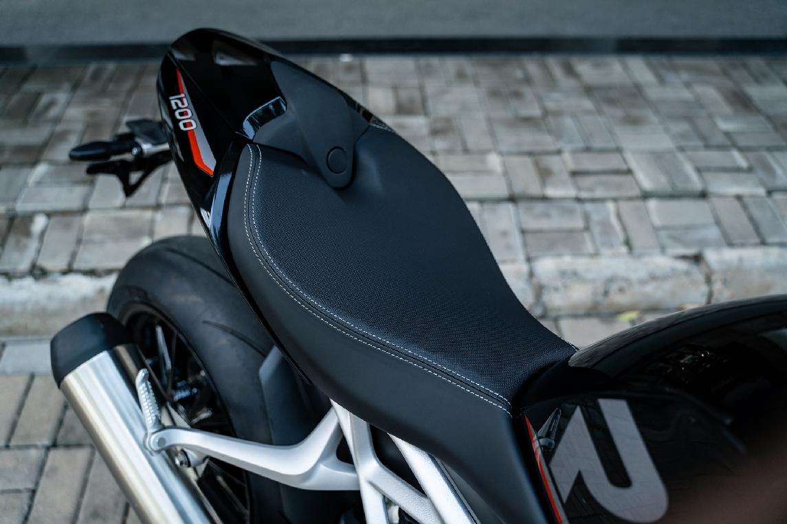 Triumph-Speed-Triple-1200-RS-2021-anh-6.jpg