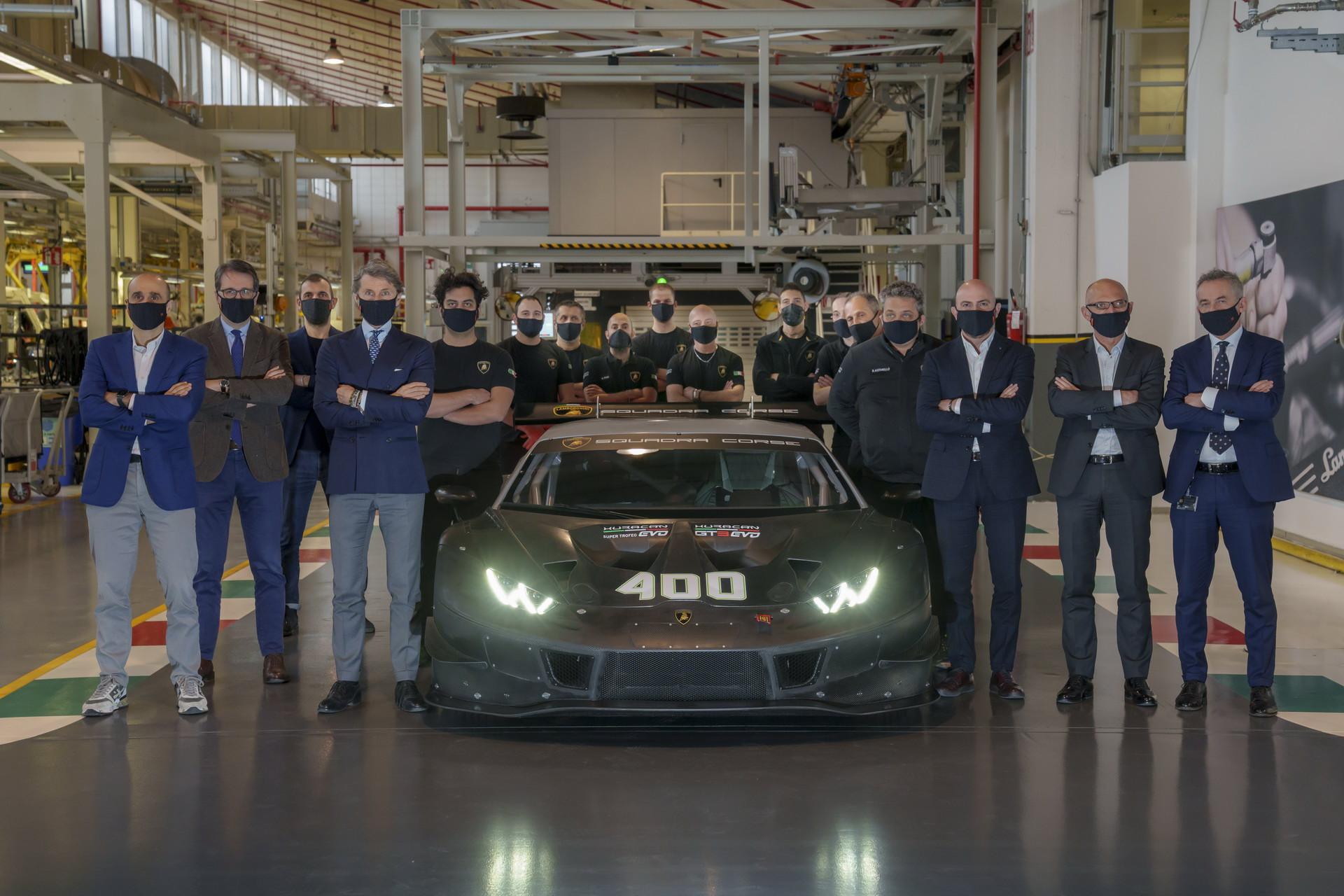 Xe-đua-Lamborghini-Huracan-thứ-400 (2).jpg
