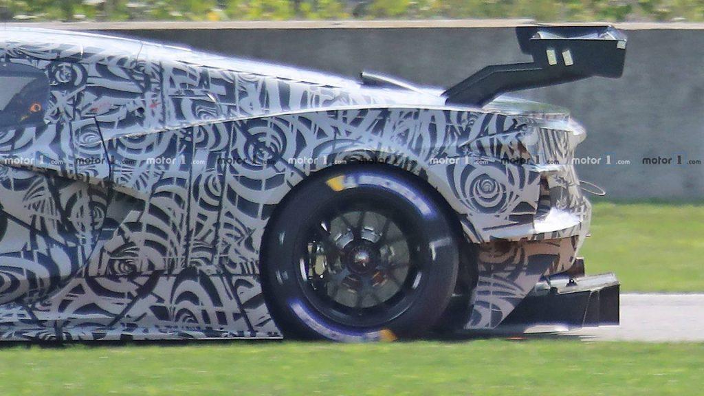 mid-engine-corvette-c8r-race-car-spy-photos-4-1024x576.jpg