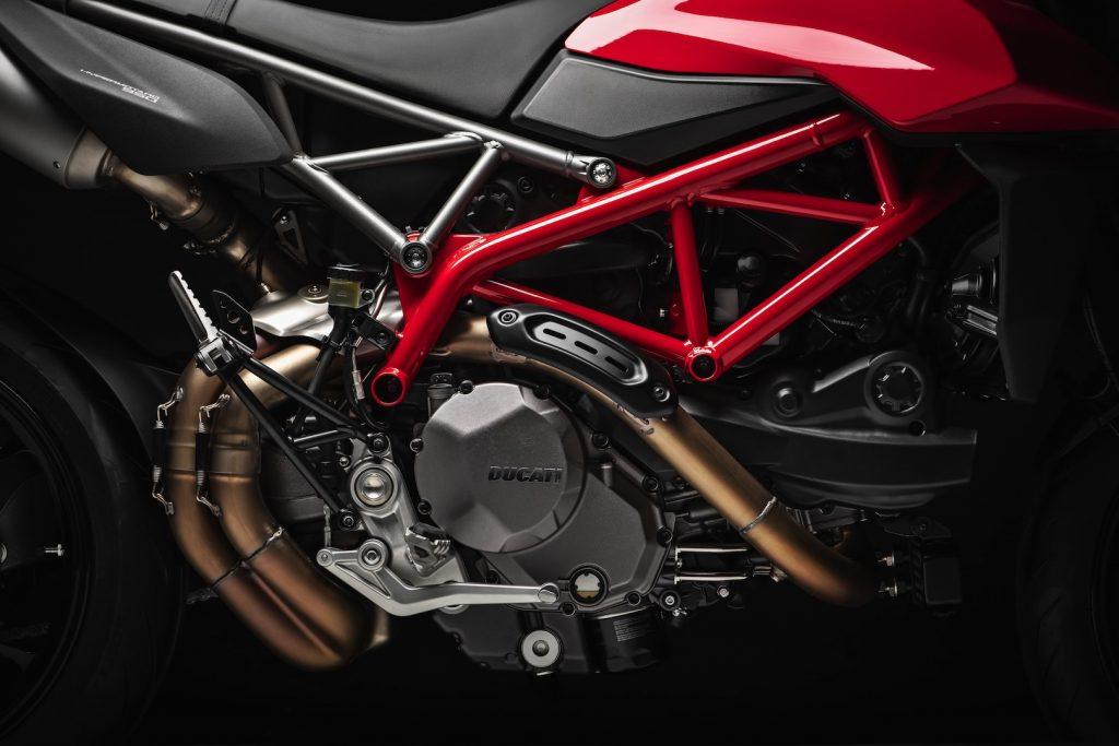 2019-Ducati-Monster-Hypermotard-950-First-look-supermoto-motorcycle-3-1024x683.jpg