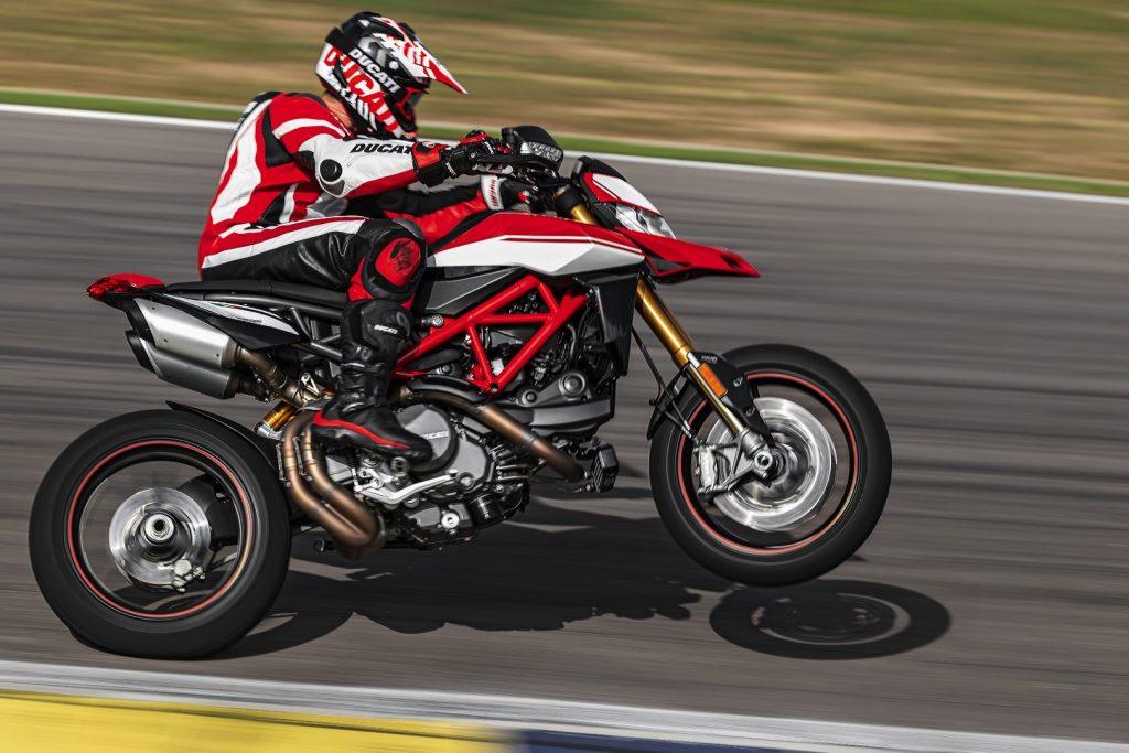 2019-Ducati-Monster-Hypermotard-950-SP-First-look-supermoto-motorcycle-13-1024x683.jpg