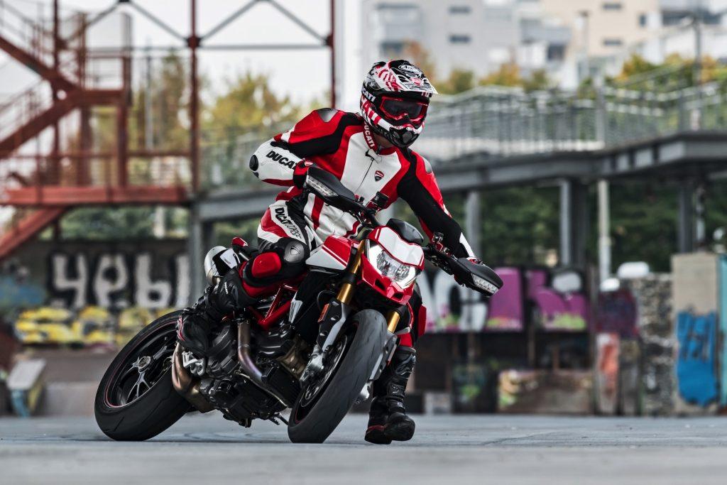 2019-Ducati-Monster-Hypermotard-950-SP-First-look-supermoto-motorcycle-8-1024x683.jpg