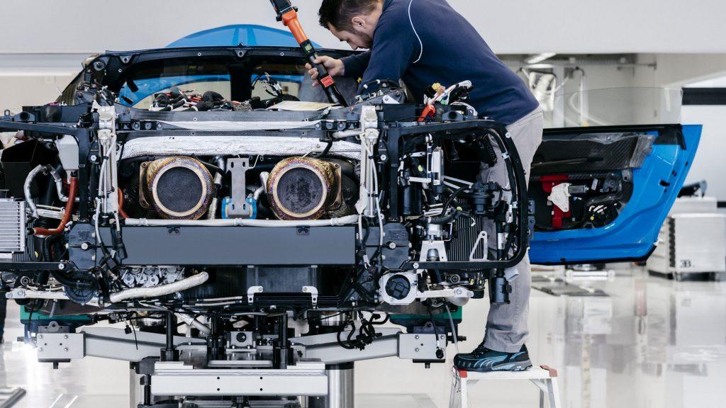 2017-bugatti-chiron-production-at-molsheim-factory-5-1024x576.jpg