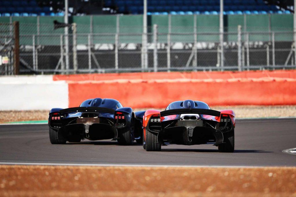 Aston-Martin-Valkyrie-Testing-03_result-1024x683.jpg