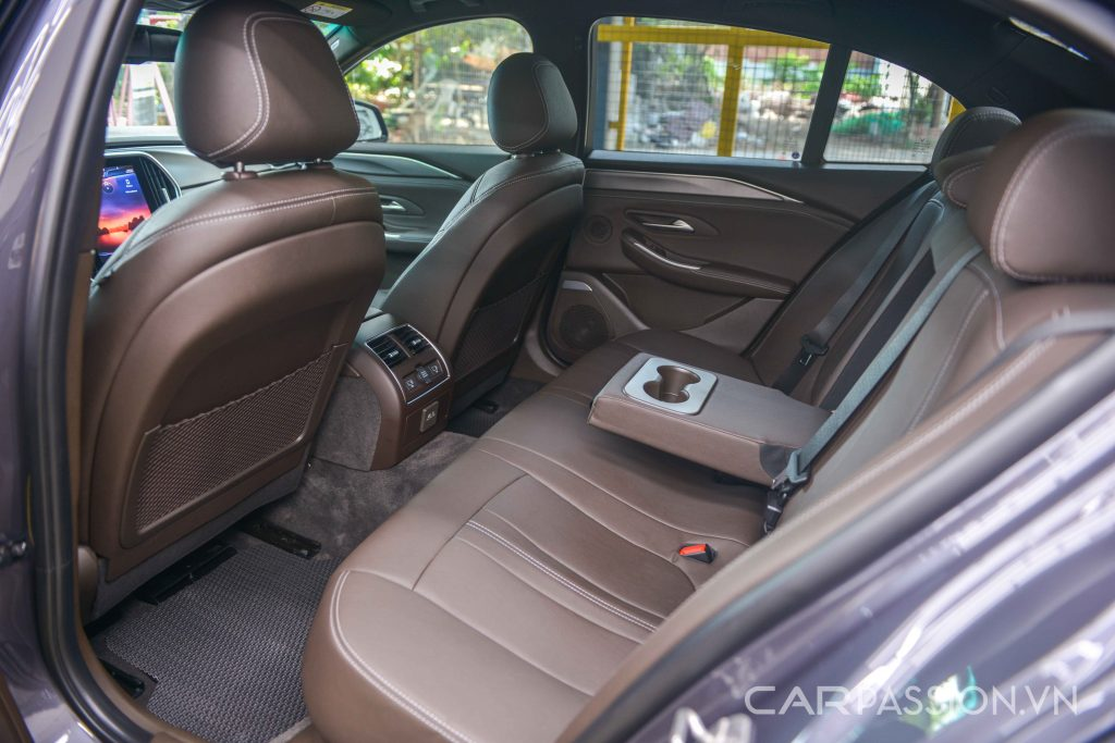 Hàng ghế sau VinFast Lux A2.0 bản tiêu chuẩn