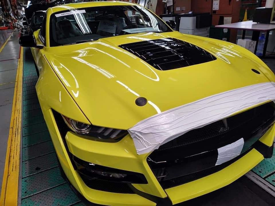 Grabber-Yellow-2021-GT500-Mustang-2.jpg