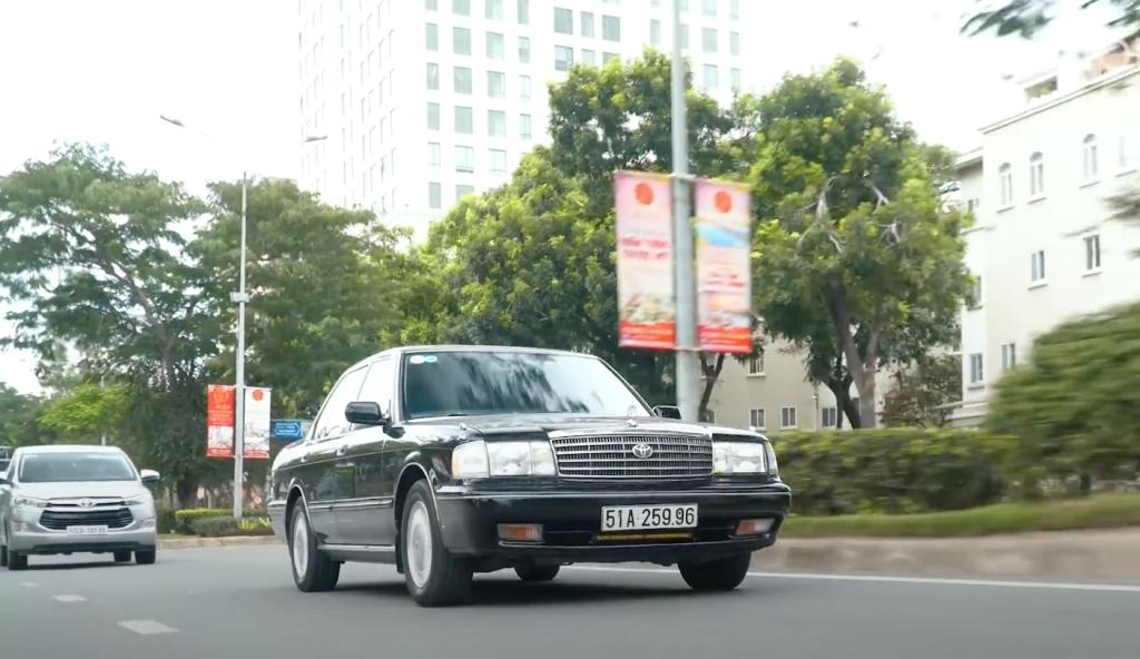Đánh giá chi tiết Toyota Crown - Xe sang của Sếp